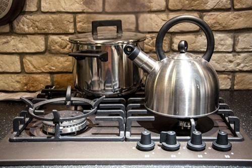 pots on kitchen stove